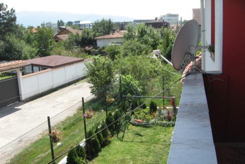 Къща в Модерно предградие