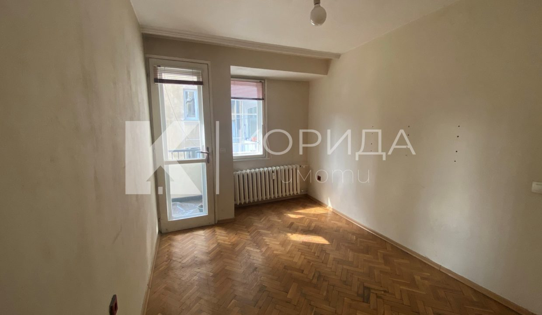 офис на ул. Любен Каравелов
