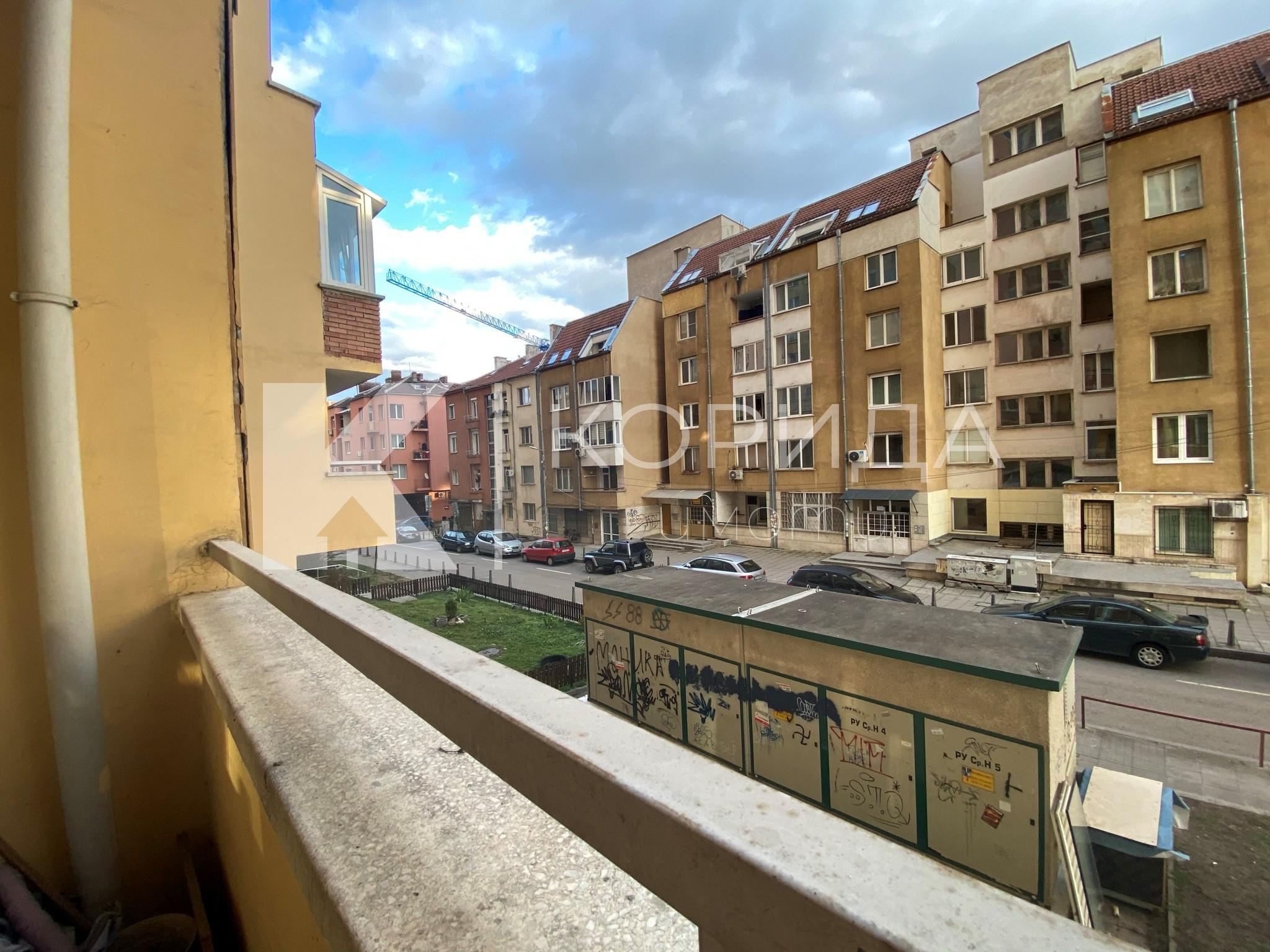 Просторен 3-стаен апартамент срещу Мол София