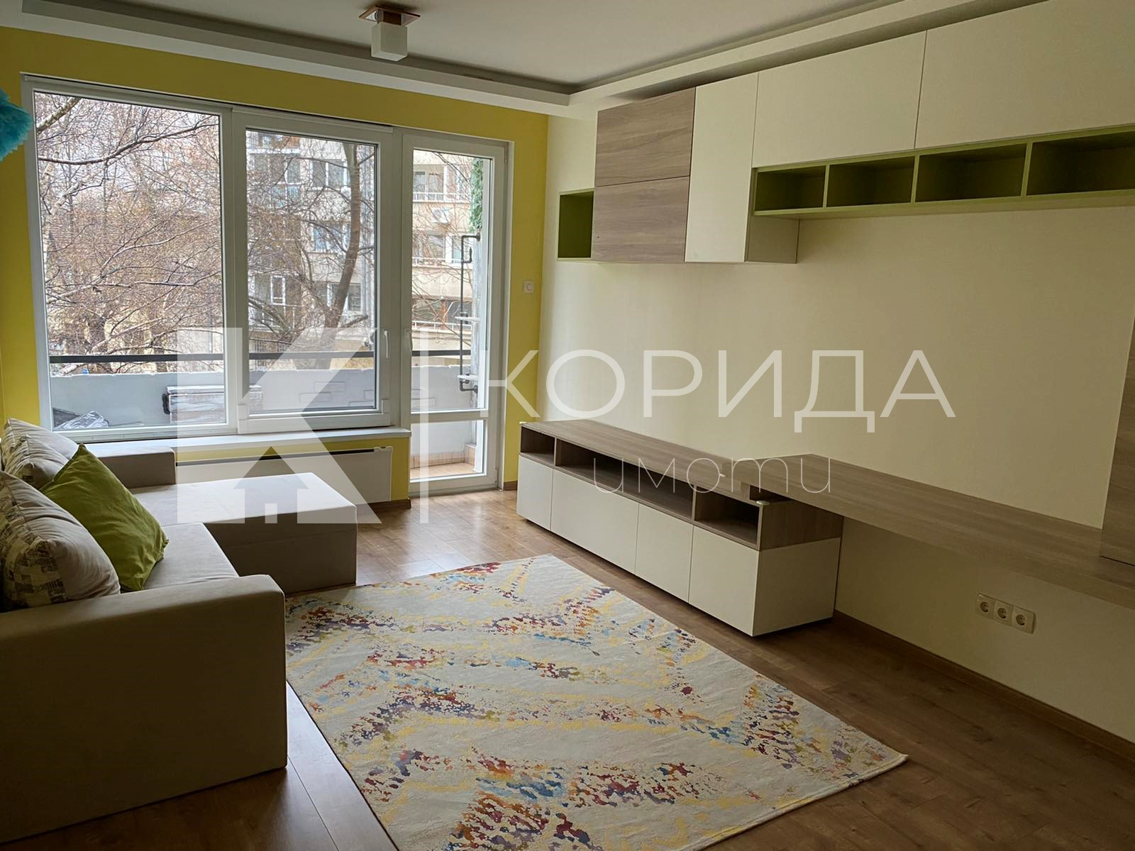 Артистичен и цветен 2-стаен апартамент
