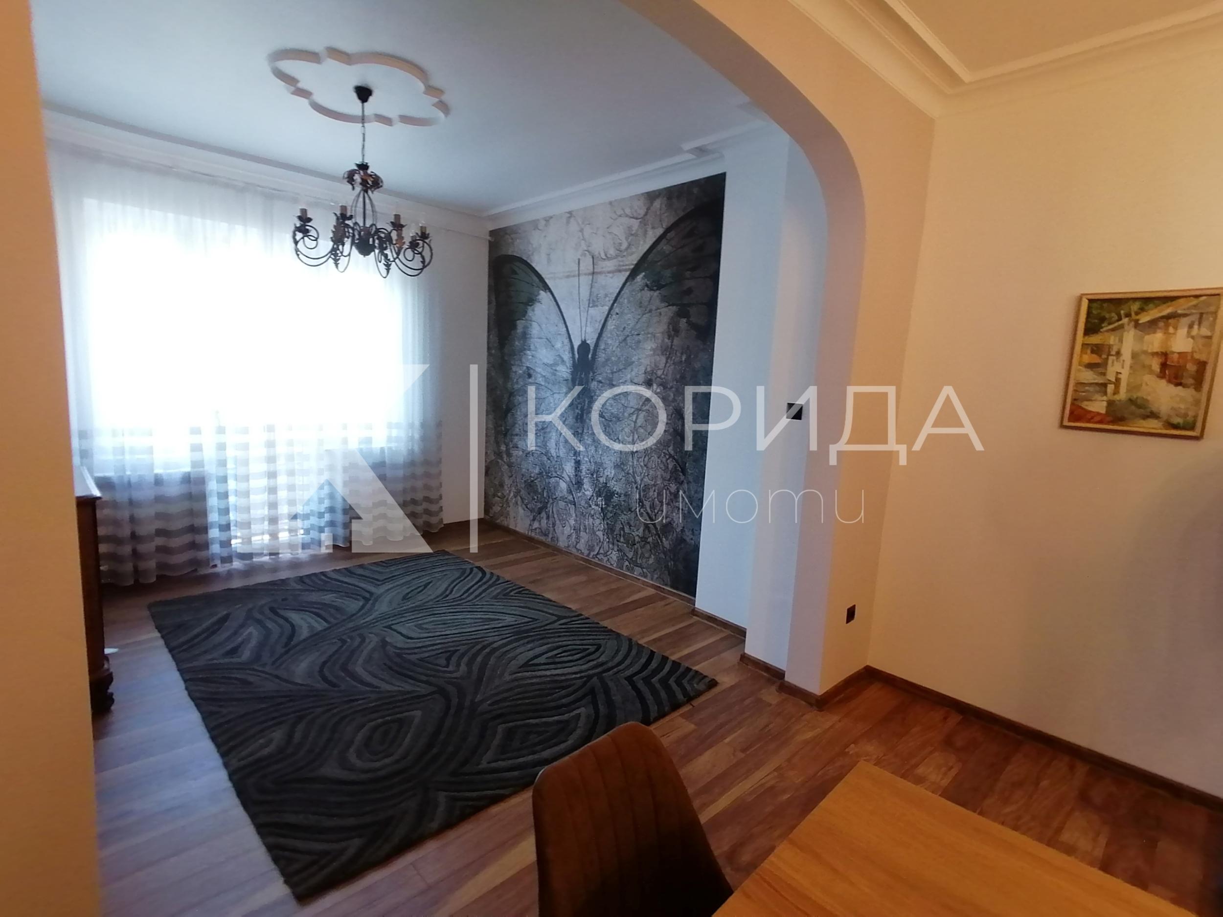 Стилен 4-стаен апартамент на ул. Граф Игнатиев