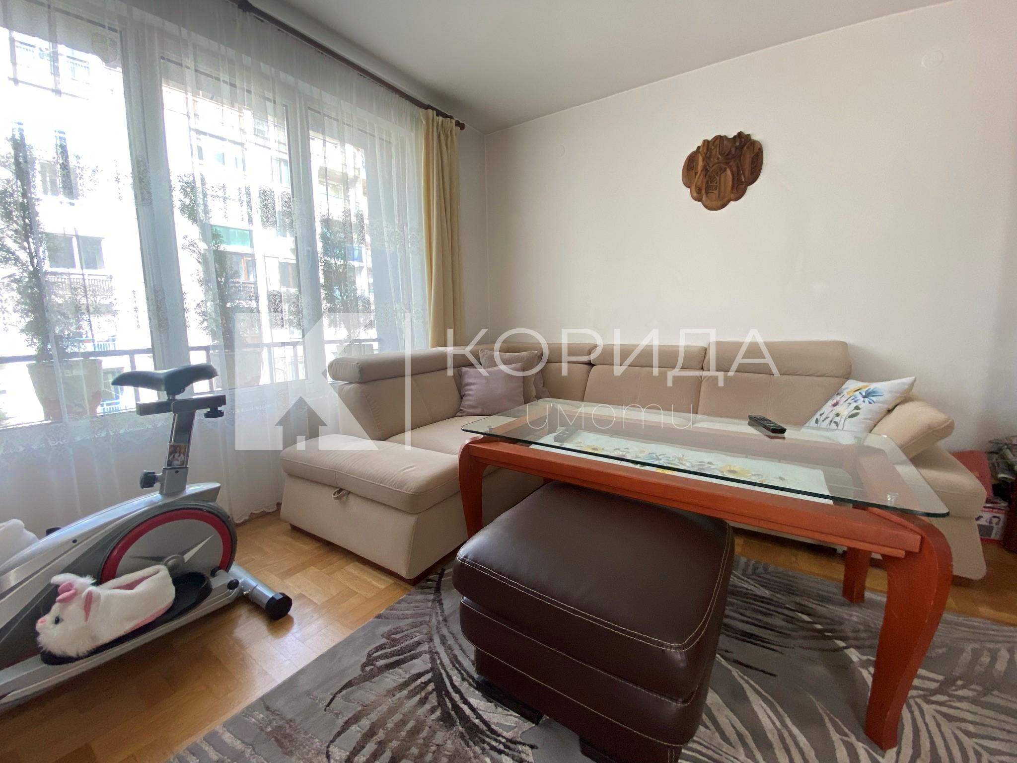 Просторен 3-стаен апартамент на ул. Ворино